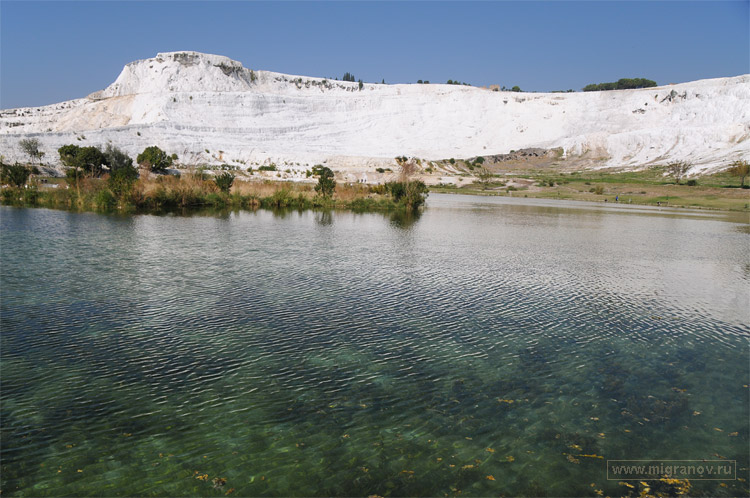 http://migranov.ru/turkey/pamukkale/lake.jpg